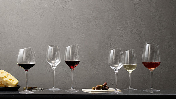 <p>It doesn't matter what wine glass you choose - find the wine glass that best suits your favorite wine here.</p>