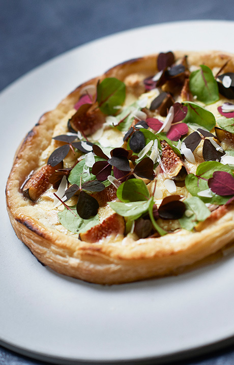 DESSERT PIZZA WITH FIGS, WHITE CHOCOLATE AND RED SORREL