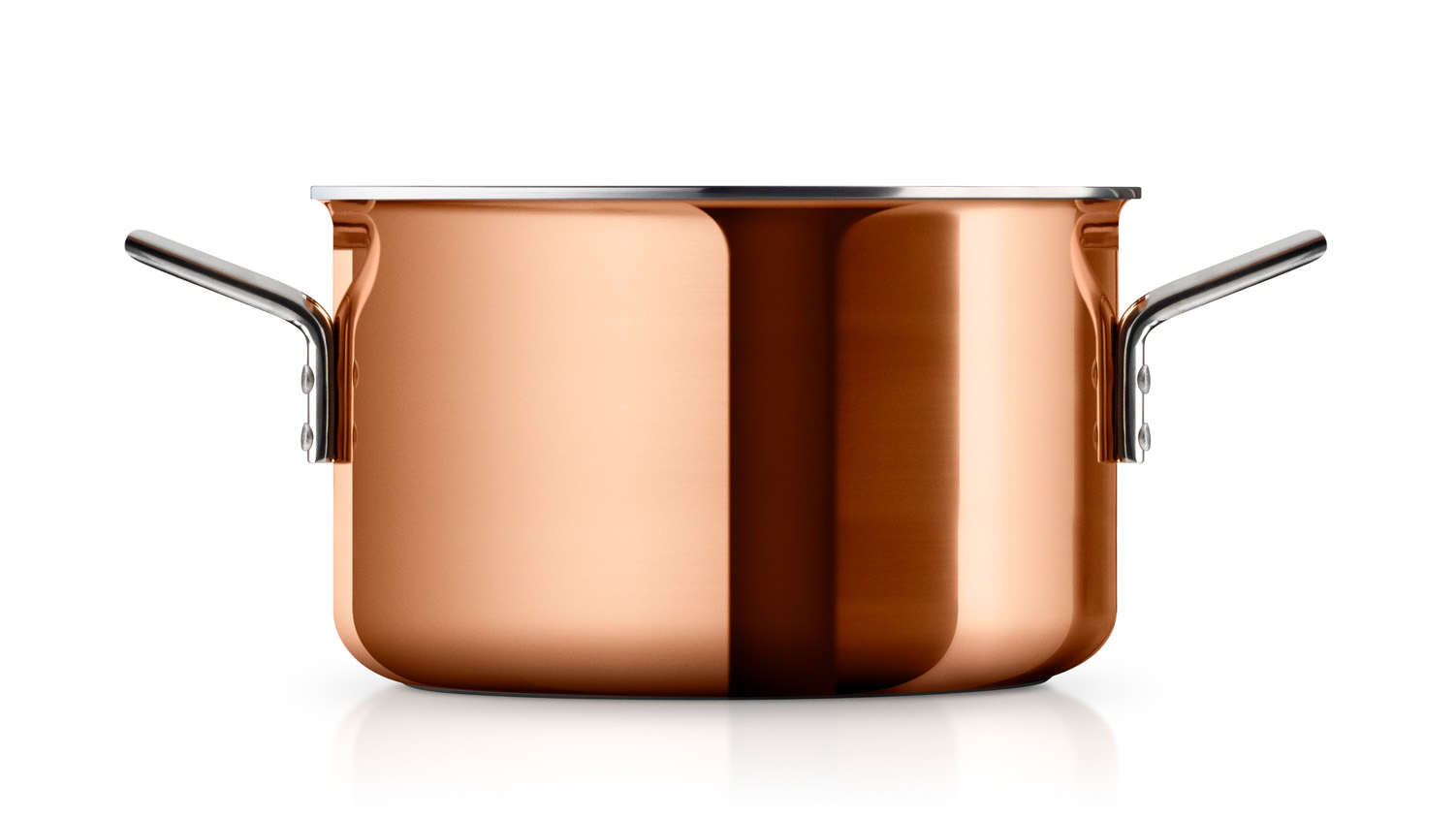 <p>Copper cookware has completely unique boiling and frying properties, and reacts quickly to changes in temperature – an important property when preparing sauces and other fine cuisine.&nbsp;</p> <p><strong>The Copper series is good for: Simmer dishes, sauces, soups, flambéing and sautéing.</strong></p>