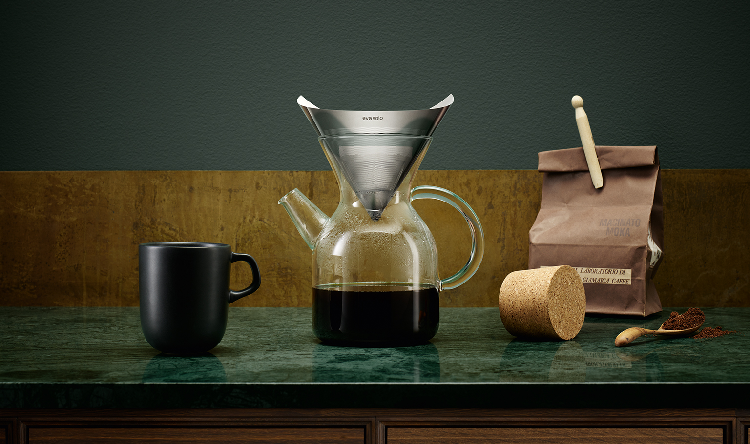 <p>The new coffee-maker uses the pour-over method, which brings out the best in the coffee.</p>