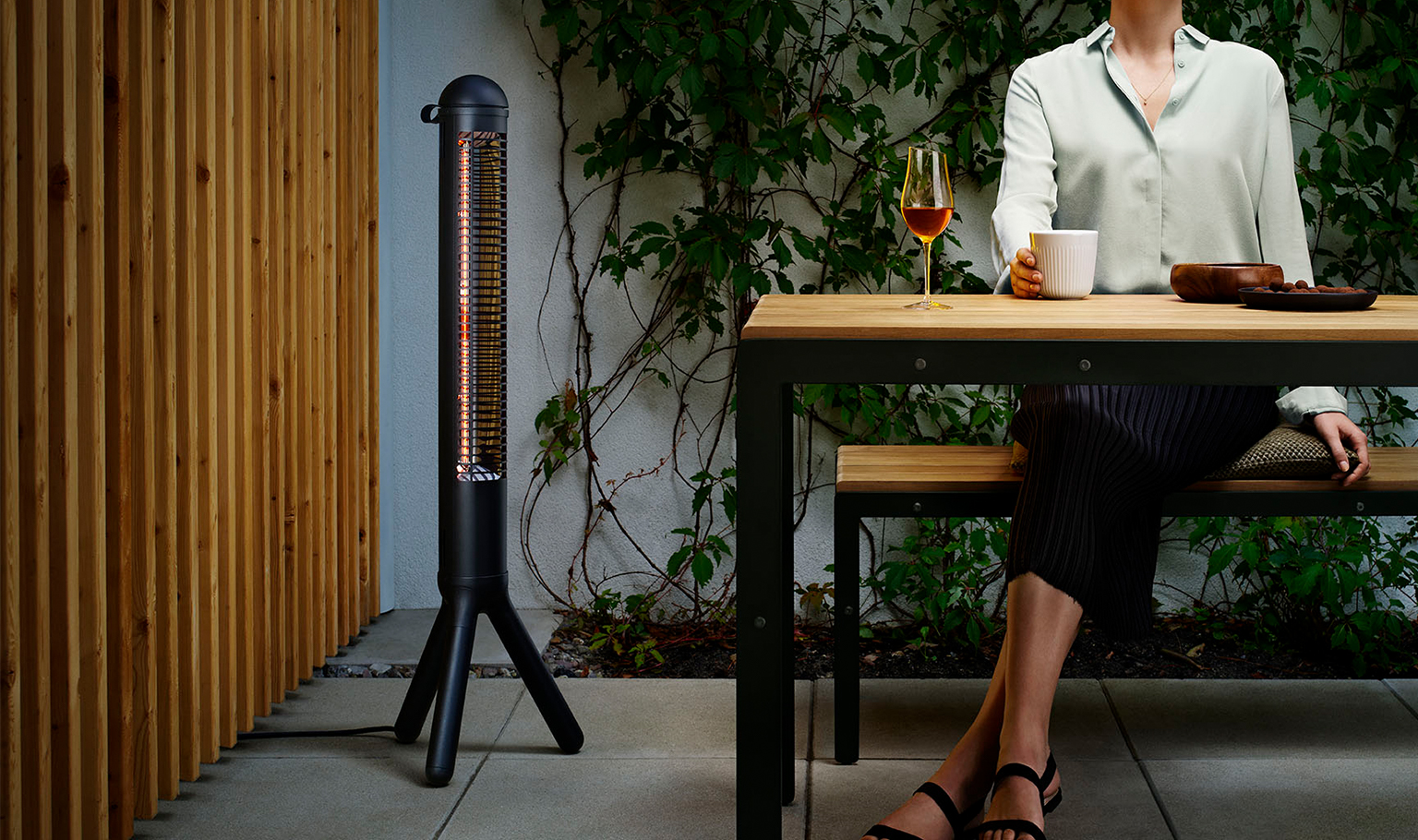 <p>The electric HeatUp makes the outdoors glow. HeatUp is Co2-friendly and up to 10 x cheaper than gas patio heaters.</p>