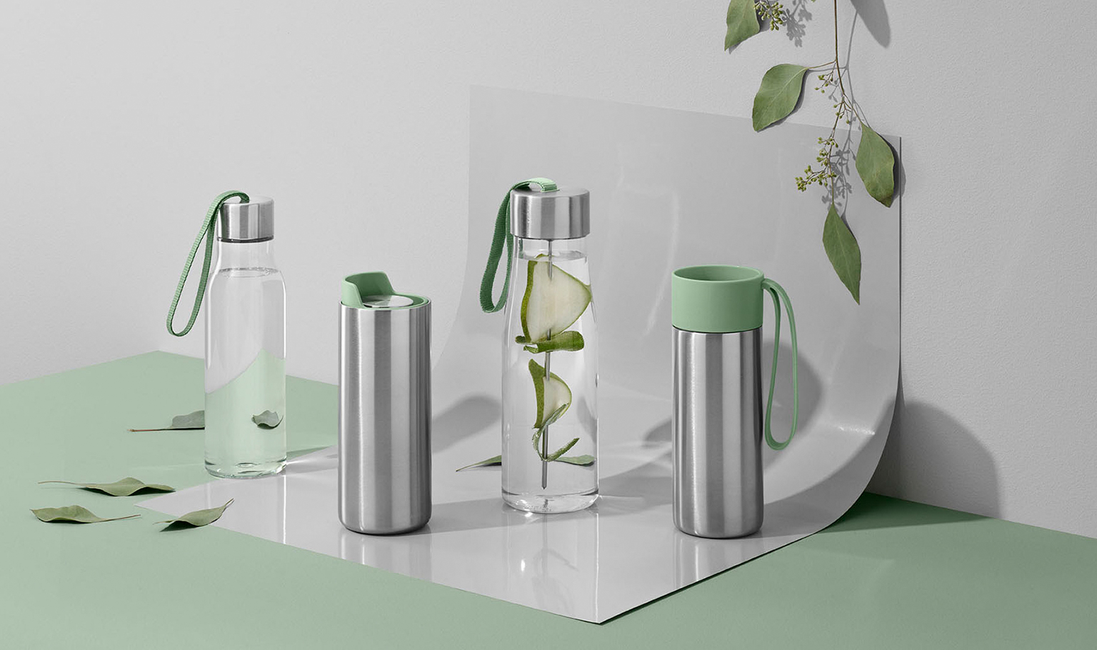 <p>Summer vacation is right at your doorstep – get ready for your trip with a drinking bottle and To Go Cup. The sustainable choice on the go.</p>
