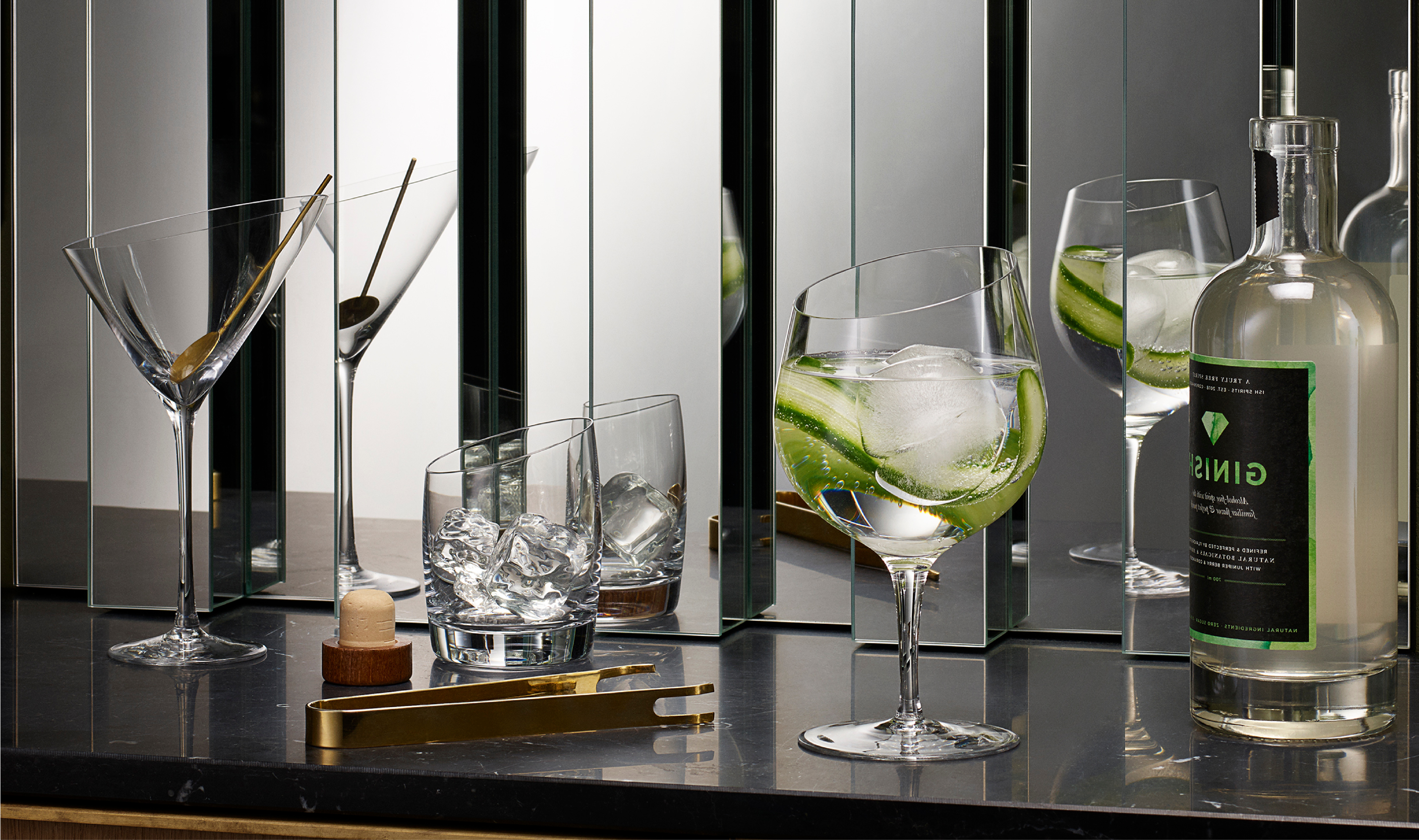 <p>Crazy about gin? Enjoy the special experience of drinking gin from our new gin glass which enhances both aroma and taste.</p>