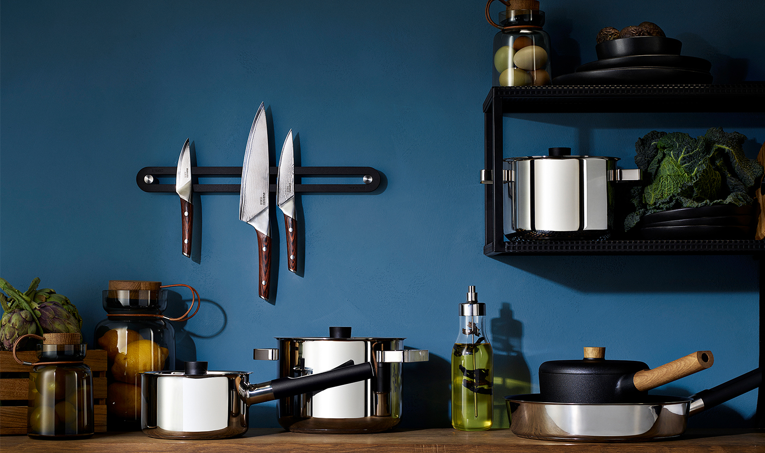 <p>The same aesthetic idiom as the familiar Nordic kitchen cookware, but now with black handles, and totally dishwasher-safe. </p>