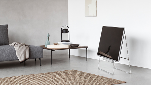 <p>Functionalism meets high-tech!<br />Carry is a minimalist TV stand in a modern and simple design.</p>
